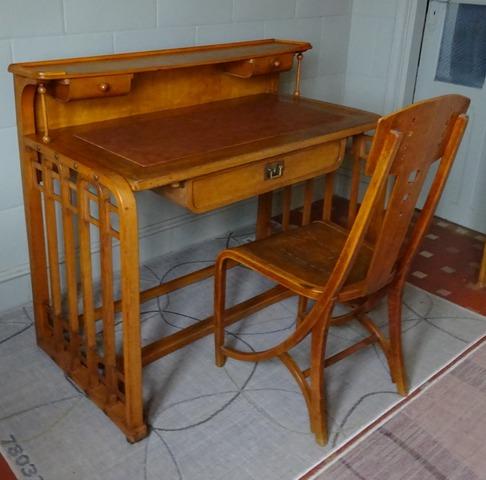 bureau original 1906 josef hoffmann d ja vendu. Black Bedroom Furniture Sets. Home Design Ideas